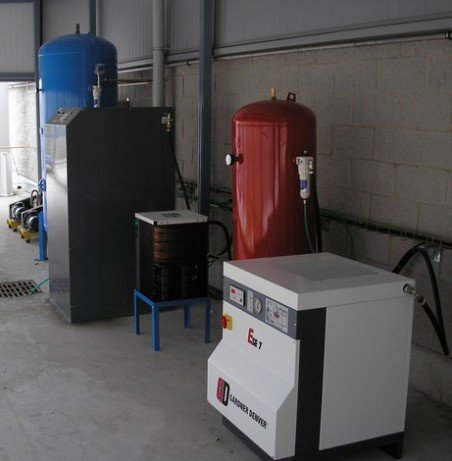 Centralair 32 m3/h 300 bar nitrogen plant in a laser cutting factory