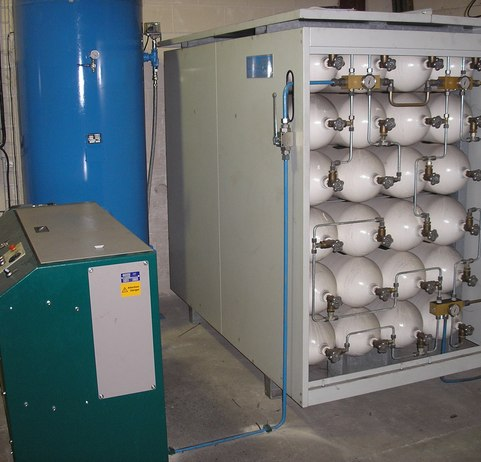 300 bar compressor and high pressure cylinder bank